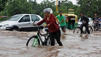 Floods kill at least 30 in northern India