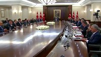 Purge continues as video shows chaos of coup in Turkey