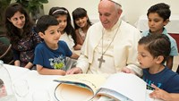 Pope lunches with Syrian refugees at the Vatican
