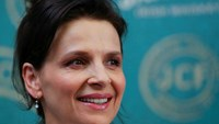Juliette Binoche tells Europe to welcome refugees, respect women
