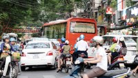 Vietnam's southern hub fails to clear traffic in tourist area