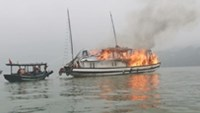 17 tourists rescued from burning boat in Ha Long Bay