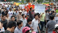 Vietnam's legislators divided over demonstration bill