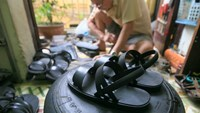 Patriotic retiree has brought the tire sandal back to Vietnam