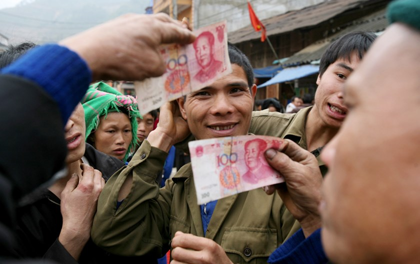 Vietnamese people pay goods in China's renminbi at Dong Van Market which sits along the border of the northern province of Ha Giang. Photo: LQP