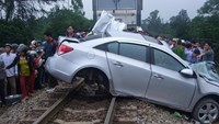 Woman dies as train, car collide in central Vietnam