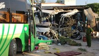 The site of a buses head-on collision that killed 10 and injured 9 in the central province of Binh Thuan on February 9, 2015. Photo: Que Ha