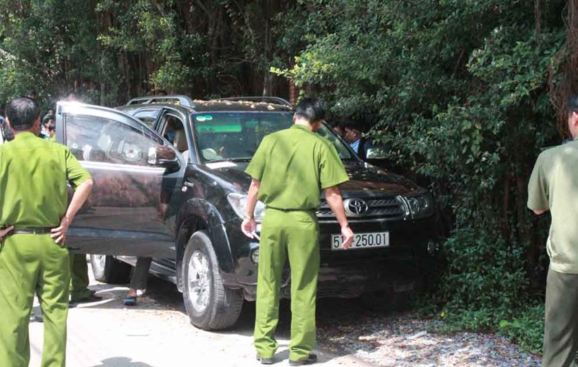 A car in which a man and his mistress were found dead in the southern province of Binh Duong on August 15, 2014. The case was concluded as a murder-suicide. Photo: Do Truong