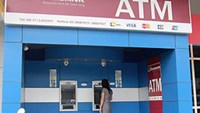 Robber cuts open ATM in Vietnam, taking over $46,000 worth of cash