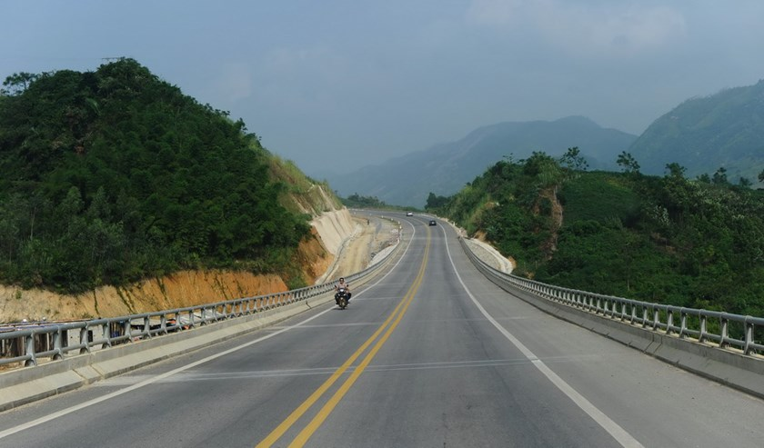 A 300-km-long expressway in Yen Bai province, which links Hanoi and the northern city of Lao Cai, bordering with China. Photo: AFP