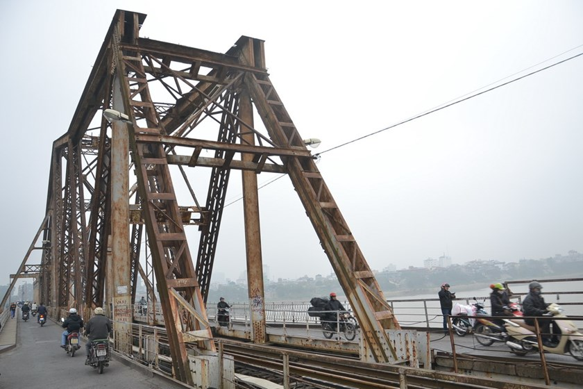 Hanoi's Long Bien Bridge, where part of the capital city's first urban railroad will go past. Photo: Thai Son