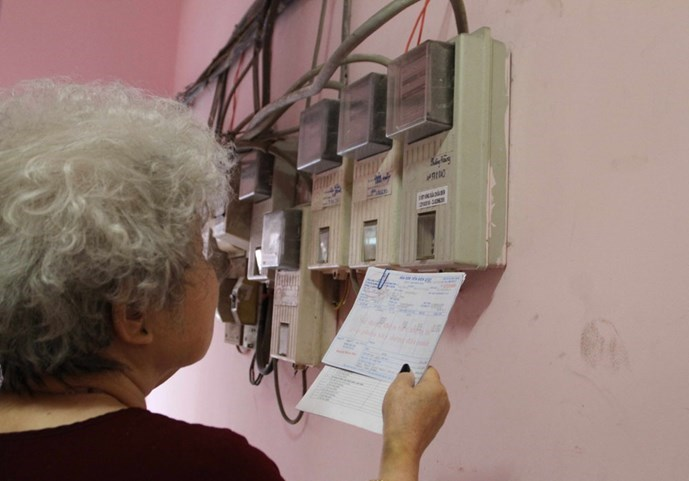 A Vietnamese woman checks electricity bill. Photo: Bach Duong