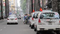 Ho Chi Minh City transport companies lower fares after fuel price cut