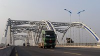 Trucks and cars drive on a newly built bridge on a road linking Hanoi with northern Vietnamese provinces in the suburbs of Hanoi. Photo: AFP