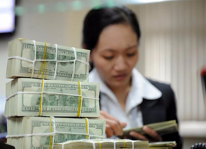 Interest rates on US dollar deposits were reduced to 0-0.25 percent a year on September 28. Photo: Ngoc Thang