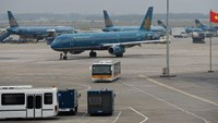 Vietnam Airlines planes are seen at Noi Bai Airport in Hanoi. Photo: AFP
