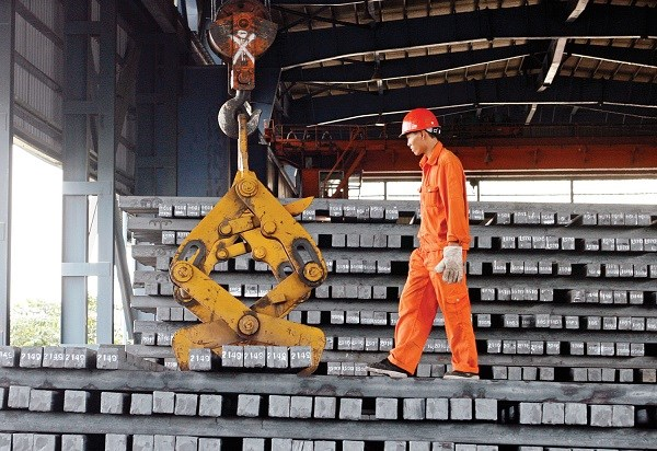 Vietnam imported 62,000 tons of chrome-added steel billets from China last month, almost the same as in the previous two months combined. Photo credit: Lao Dong