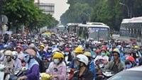 HCMC sends reinforcements to clear gridlocked roads near airport