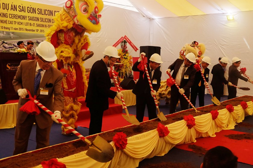 Officials attend the ground breaking ceremony for Saigon Silicon City in Ho Chi Minh City November 10, 2015. Photo: Nguyen Hanh