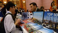 Vietnamese students from local high schools meet with a US college representative during the first US Higher Education Fair in Hanoi on January 30, 2015. Photo: AFP
