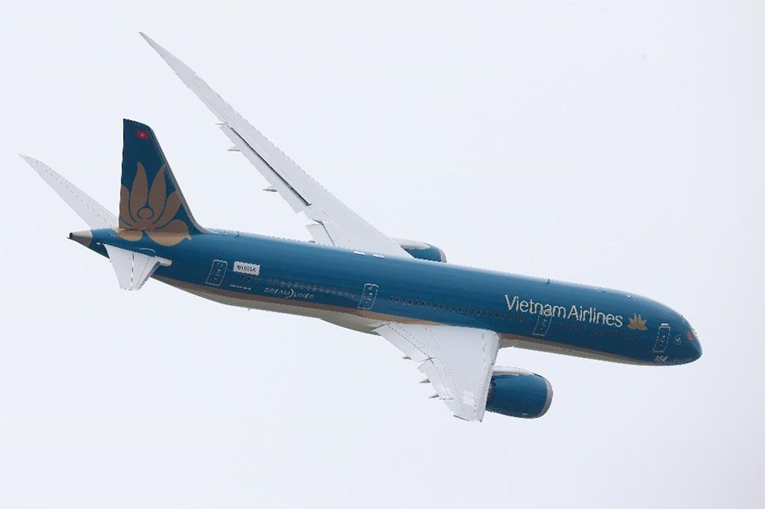A Boeing Co. B787-9 Dreamliner, operated by Vietnam Airlines, performs a flying display on the opening day of the 51st International Paris Air Show on June 15 2015. Photo: Bloomberg