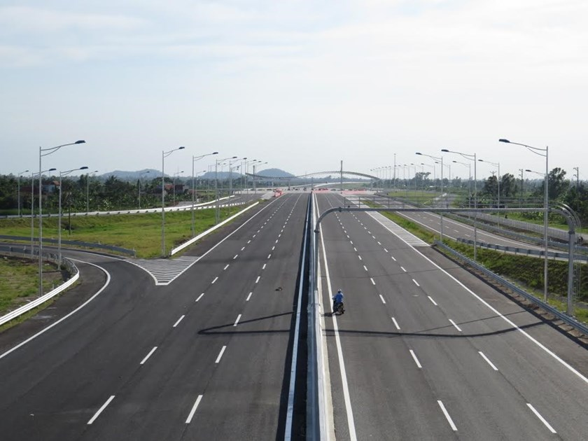 Hanoi - Hai Phong Expressway is fully open to traffic on December 5, 2015. Photo: Linh Linh