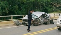 1 killed, 3 injured in car-bus crash on Hanoi-Sapa expressway