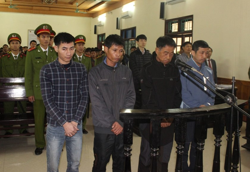 2 South Koreans and 2 Vietnamese stand trial in the central province of Ha Tinh on Monday. Photos: Nguyen Dung