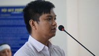 Pham Hong Tuan, a dismissed traffic police officer, at his trial in the southern province of Ba Ria - Vung Tau January 12 for killing two and injuring seven in a road crash in 2014. Photo: Nguyen Long