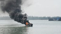 Fire burns down Hoi An tourist boat; no casualties reported