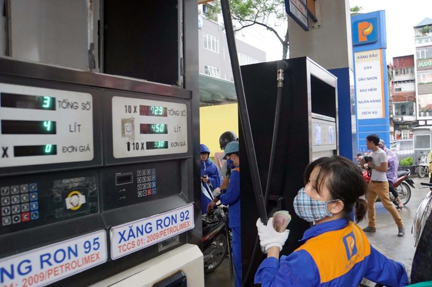 A gas station in Hanoi. Photo: Ngoc Thang