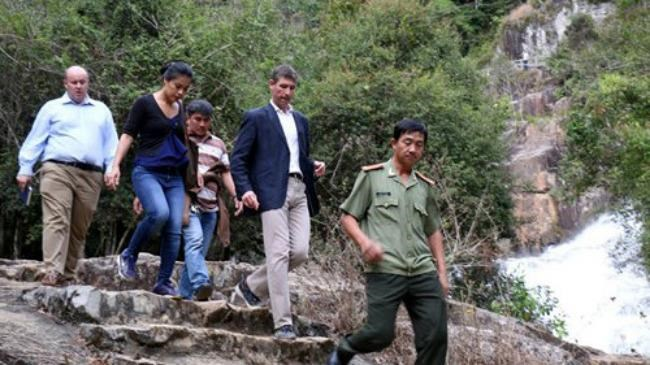 A team led by British ambassador Giles Lever inspect the site of an accident that killed 3 British tourists on February 26, 2016 in Dalat. Photo: Lam Vien