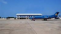 An undated file photo of a Vietnam Airlines aircraft at Chu Lai Airport, which a private investor hopes to expand at a cost of $1 billion.