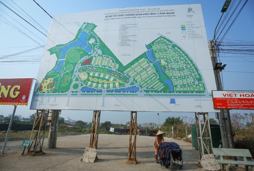 A board showing the design of a toursm complex developed by Trung Nguyen Corporation in the central highlands province of Dak Lak. Photo credit: Tuoi Tre
