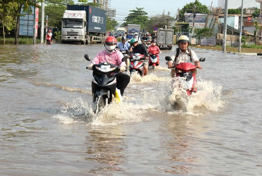 An undated photo of motorbikes moving on a flooded street in Ho Chi Minh City. Photo: Diep Duc Minh