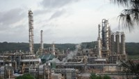 Finance ministry backs PetroVietnam demand for tax break for Dung Quat refinery