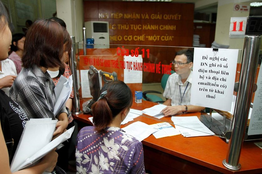 Representatives of businesses at a tax office in Hanoi. Photo: Ngoc Thang