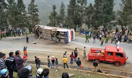 1 killed, 15 injured as tourist bus hits truck in northern Vietnam