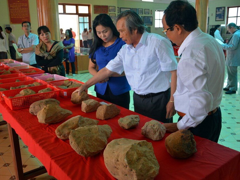 A display of some relics allegedly belonging to ancient humans living around 80,000 years ago in the northern province Gia Lai. Photo: Tran Hieu