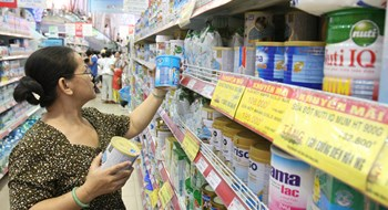 A shelf of baby formula in a Ho Chi Minh City supermarket. Photo: Dao Ngoc Thach/Thanh Nien