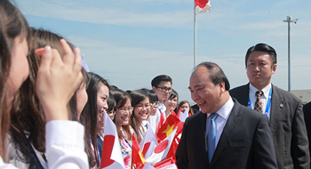 PM Nguyen Xuan Phuc arrives in Japan's Nagoya City on May 26, 2016. Photo: Anh Vu/Thanh Nien