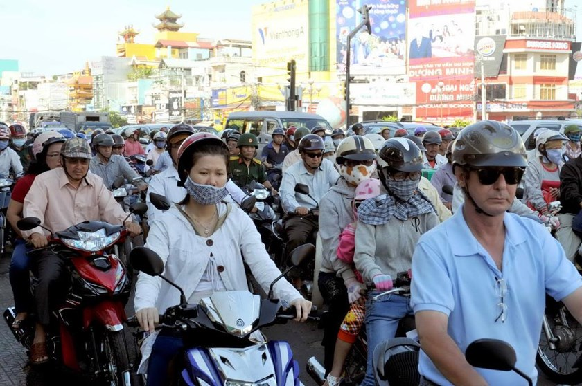 A file photo of a traffic jam on a street near Tan Son Nhat  International Airport, Ho Chi Minh City. Photo: Diep Duc Minh/Thanh Nien