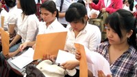 Students at a job fair in Ho Chi Minh City. The UNDP suggests Vietnam boost human capital development and labour market reform.