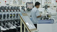 A phone production line at Samsung's plant in Bac Ninh Province. Vietnam should focus on developing some supporting industries to help specific manufacturing sectors grow. FILE PHOTO