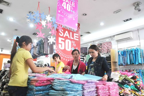 Now is the time for local retailers to establish ties with foreign partners as the latter still need a local partner to bypass the Economic Needs Test (Photo: Diep Duc Minh)