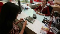 The reduction of the deposit cap will spur spending and cause banks to lower lending rates, HSBC said. (Photo: Dao Ngoc Thach)