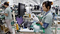Workers at a Samsung Vietnam factory in Bac Ninh Province. More multi-national companies are looking places, including Vietnam, for relocating investments from China. But, the competition for that capital is quite tough (Fi