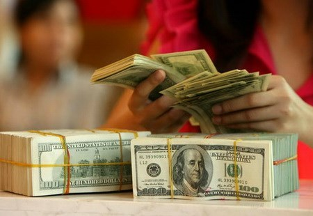The exchange rate fluctuation will greatly affect business plans, especially among importers (File photo)