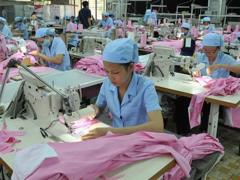 Despite being expected to gain most benefit from the TPP, a few out of 2,000 garment firms across Vietnam have been interested in the trade pact. Photo: Diep Duc Minh