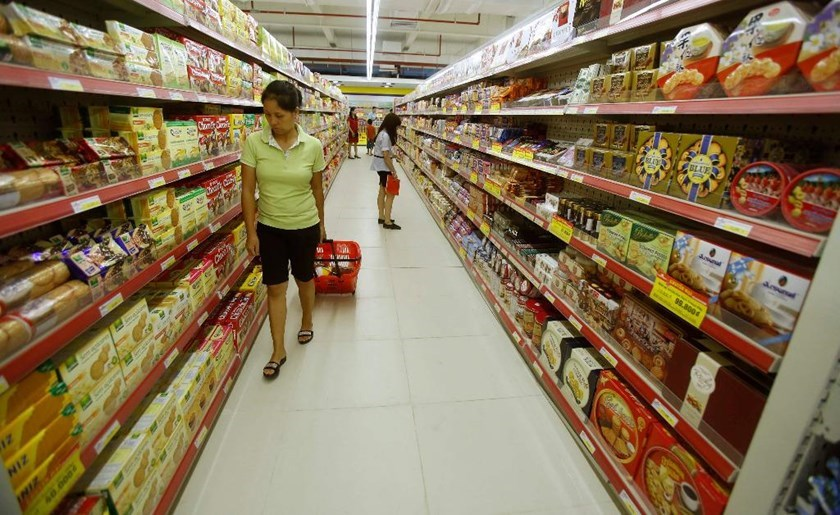 A woman pulls a cart at a supermarket in Hanoi. Photo: Reuters